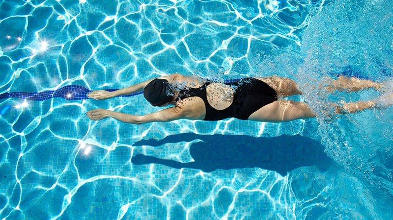 Vậy, bà bầu đi bơi có tốt không?