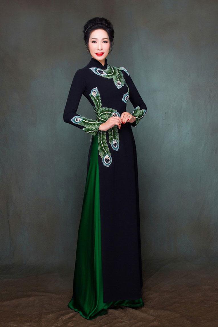 Hoa văn áo dài trung niên