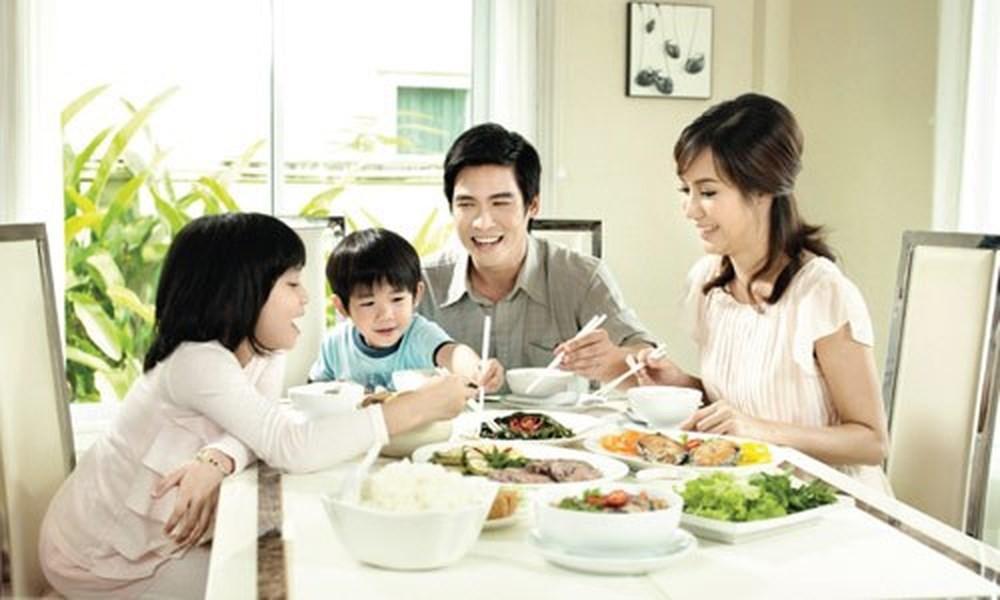 Hãy đối xử với con riêng của chồng như con mình