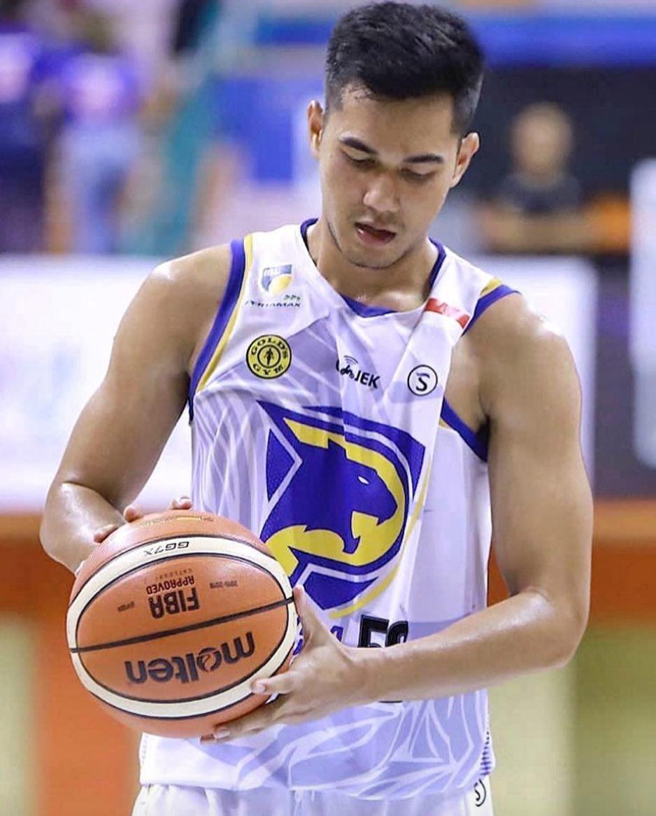 Cầu thủ bóng bầu dục Philippines Evan Spargo